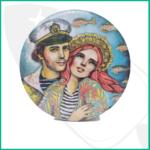 Bonita caja metálica redonda ilustrada con marinero y Ms La Perle